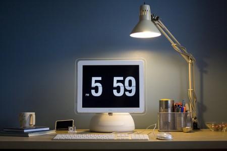 iMac G4 as clock